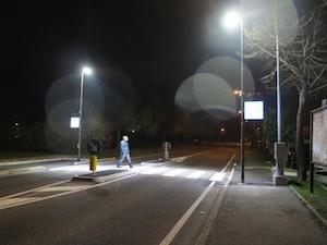 Più luci sugli attraversamenti pedonali di via degli Aranci