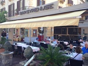 Tende non autorizzate, revocata concessione a bar di piazza Tasso