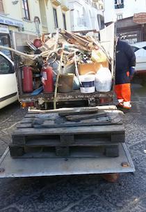 Bonifica di Marina Grande, raccolti 10 autocarri di rifiuti
