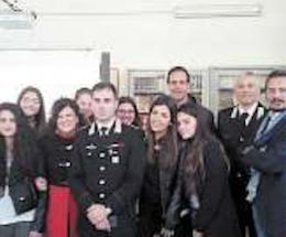 Gli studenti del liceo Marone a lezione dai carabinieri