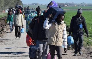 Accoglienza migranti, domani i sindaci della costiera dal prefetto