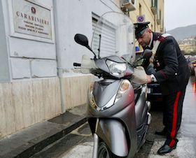 Rubavano scooter a Sorrento e dintorni, arrestati