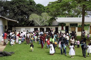 Volontari da Sorrento al Camerun nel ricordo di Mauro Di Maio