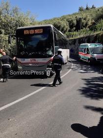 Scooter contro bus, un ragazzo ferito
