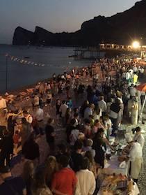 A Marina del Cantone serata beach food