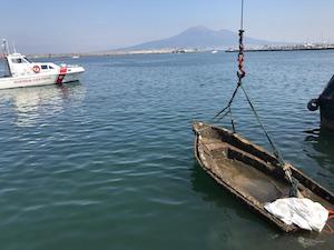 Oltre 10 quintali di rifiuti raccolti dai fondali del porto di Castellammare