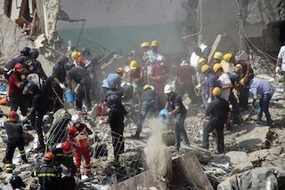 Crollo della palazzina di Torre Annunziata, recuperate tutte le vittime – video –