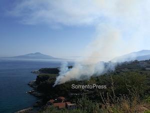 Incendio nella zona de La Pignatella – foto –