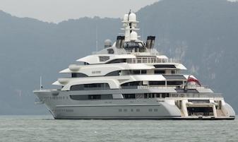 Tra Sorrento e Capri uno dei 10 yacht più grandi al mondo