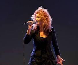 Ad Aperti per Ferie Antonella Maisto con i suoi canti popolari