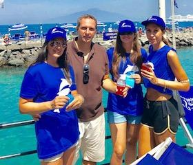 Sulle spiagge di Sorrento distribuiti 400 portacicche ai bagnanti