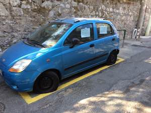 Gomme tagliate all'auto di una disabile, choc a Vico Equense