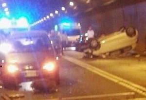 Frontale tra auto nel tunnel Seiano-Pozzano, due feriti