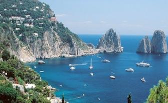 Approdo allo Scoglio delle Sirene di Capri, vincono i charter della penisola sorrentina