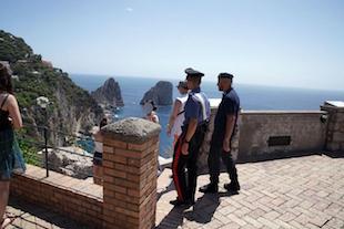 In giro con droga nella borsa, arrestata 19enne incensurata di Capri