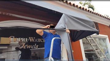 Demolizione tenda Capri Watch, tutti contro l'amministrazione
