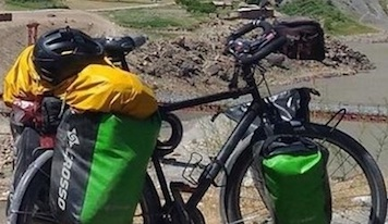 Avevano quasi completato il giro del mondo, ma in Campania rubano loro la bici