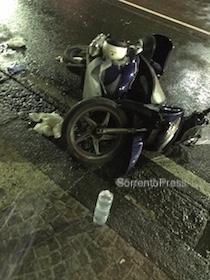 Incidente nella notte in via degli Aranci, ragazzo in ospedale – foto –