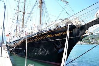 La Nave Scuola La Signora del Vento a Castellammare