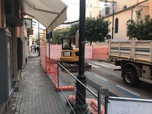 Il cantiere sul corso Italia aperto fino al 20, mentre arriva la ztl natalizia