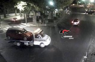 Meta: Ruba auto e chiede al carro gru di portargliela a casa – foto –