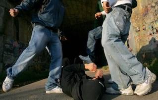 """Ragazzi picchiati a Sorrento, il sindaco Cuomo: """"Vigliacca aggressione"""""""