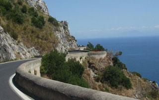 Prosegue il rifacimento del manto stradale dell'Amalfitana tra Positano e Piano di Sorrento