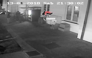 Baby gang incendia moto e danneggia distributori automatici ad Anacapri – foto –