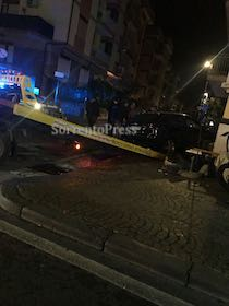 Incidente a Sorrento, auto si schianta contro bar – foto –