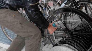 Beccato mentre ruba bici elettriche a Piano di Sorrento, denunciato