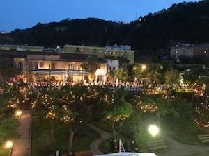 Nel parco di Villa Fiorentino a Sorrento il teatro dal vivo di Racconti per Ricominciare