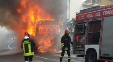 bus-in-fiamme-costiera