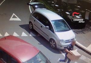 Rubano 48 stecche di sigarette a tabaccaio di Vico Equense, arrestati – foto –
