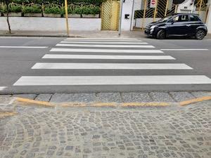 Rimosse le barriere architettoniche dai marciapiedi di via degli Aranci