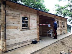 Casa in legno abusiva di 70 metri quadri sequestrata ad Anacapri – foto –