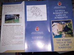 Una brochure sulla villa romana per chi si reca alla Regina Giovanna