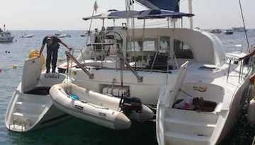 Turista ruba catamarano a Salerno e fugge a Marina del Cantone