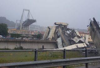 Il drammatico video del crollo del ponte Morandi di Genova
