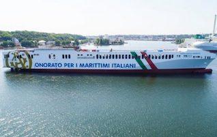 """Varata la nuova nave Tirrenia. Onorato: """"Solo marittimi italiani"""""""