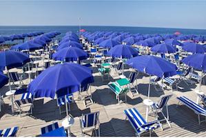 Bagnino di Piano di Sorrento muore mentre lavora in spiaggia a Battipaglia
