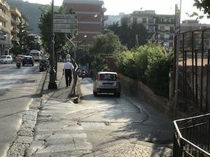 Via i bus di linea dal centro di Sorrento, gara per allargare via Marziale
