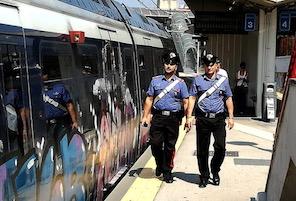 Rubavano le porte dei treni Eav, due arresti