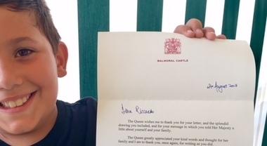 Bimbo di Piano di Sorrento scrive alla Regina d'Inghilterra, ecco la risposta
