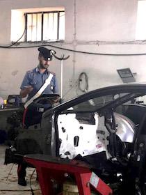 Auto rubate e rivendute online, 4 arresti in provincia di Napoli
