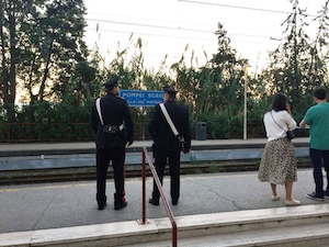 Furto a turista sulla Circum Sorrento-Napoli, arrestato 18enne