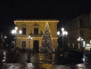 Sondaggio luminarie natalizie o parco giochi a Massa Lubrense, affondo di Lello Staiano