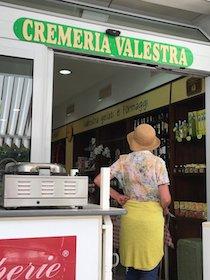 Festa per i 40 anni di attività della gelateria Valestra di Sorrento