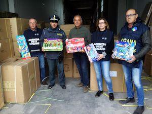 Dal cibo ai giocattoli, consigli di Adiconsum per acquisti di Natale sicuri