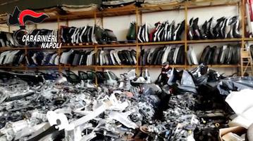Auto rubate e vendute a pezzi, trovato il deposito in provincia di Napoli – foto –