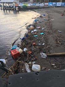 Dopo le mareggiate a Sorrento ripulita la spiaggia di Marina Piccola